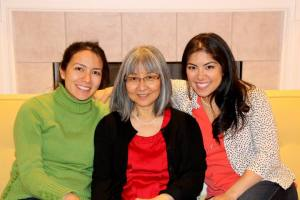 L-R Chiemi (mom to be), mom Elinor, Chloie