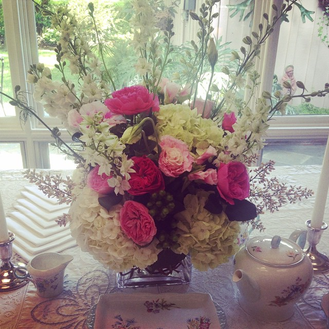 Gorgeous Fiori by Lisa Wright arrangement for a bridal tea Photo: Fiori by Lisa Wright