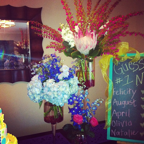 Creative gender reveal arrangements Photo: Fiori by Lisa Wright
