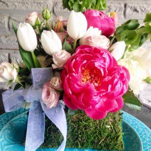 This breathtaking moss purse arrangement would bring so much joy and beauty to your loved one.  Flowers featured include peonies, tulips, garden roses, hydrangeas, star of Bethlehem, lisianthus, bells of Ireland Photo: Fiori by Lisa Wright