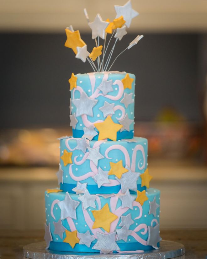 Meanwhile, guests enjoyed a slice of this gorgeous star cake. Photo: Headrick's Photography