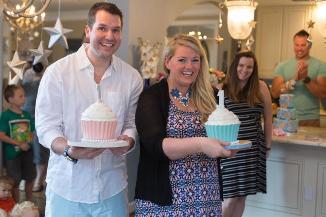 The happy parents presenting Riley and Parker's gorgeous smash cakes! Photo: Headrick's Photography
